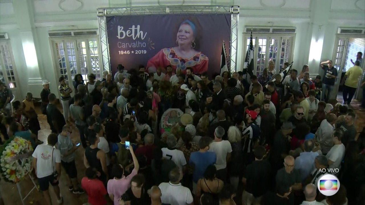 Corpo de Beth Carvalho é velado na sede do Botafogo, Rio