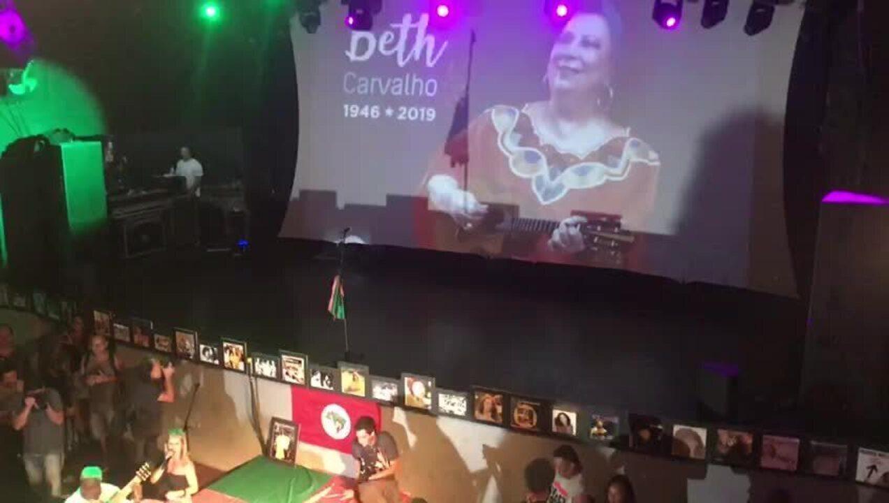 Beth Carvalho recebe homenagem em 'samba de sétimo dia' no Circo Voador