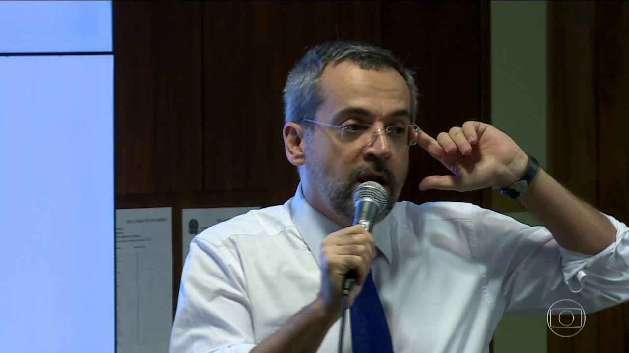 Ministro diz que pode desbloquear verba de federais se reforma da Previdência for aprovada