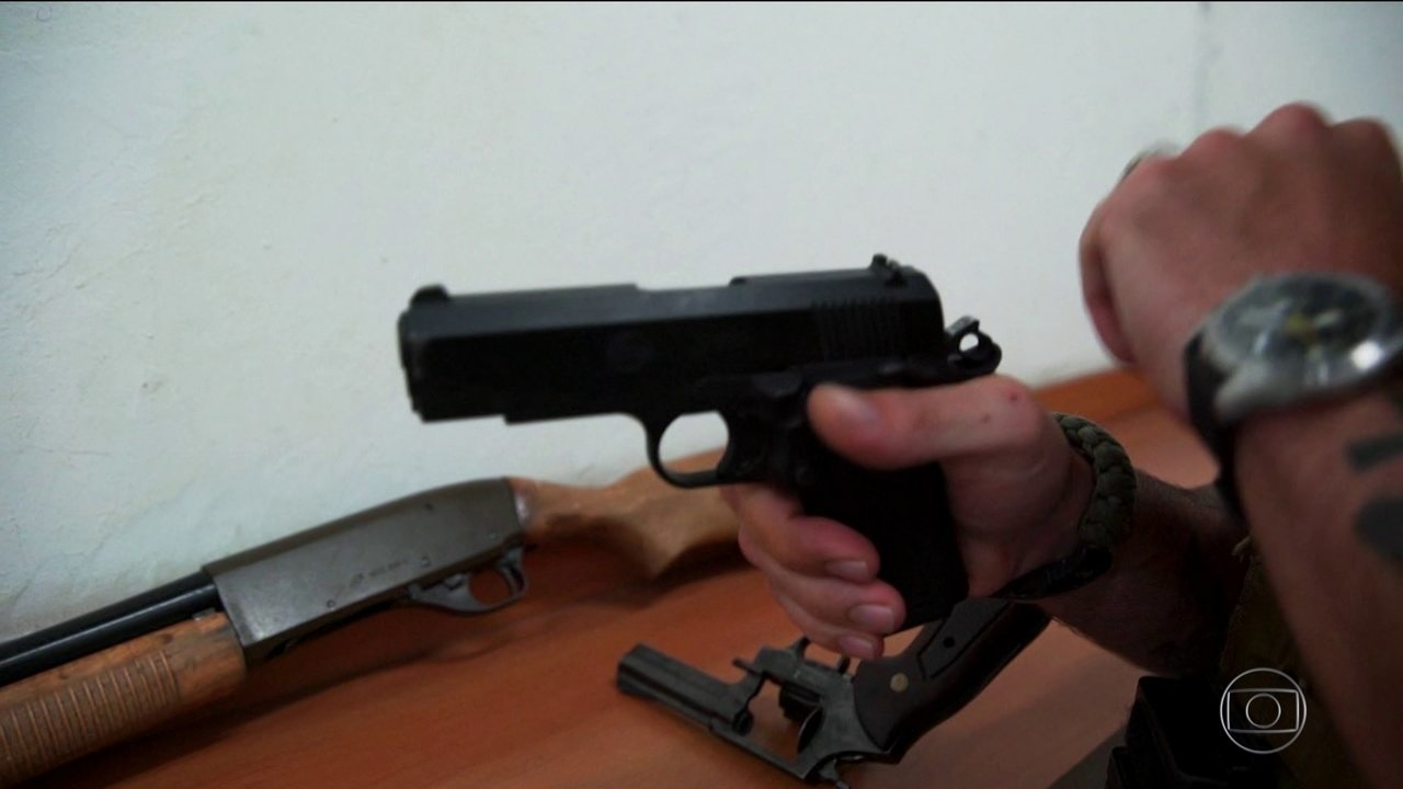 Políticos com mandato, caminhoneiros e jornalistas da área policial poderão andar armados