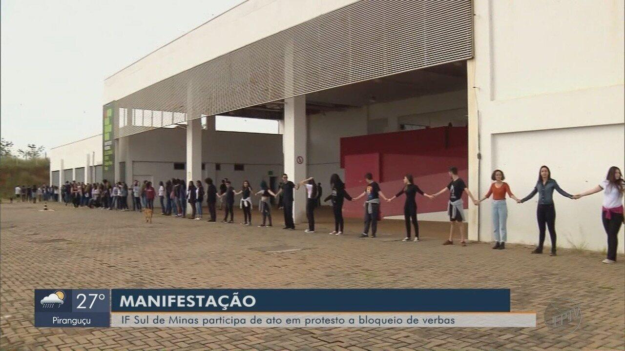 IF Sul de Minas participa de ato em protesto ao bloqueio de verbas do MEC