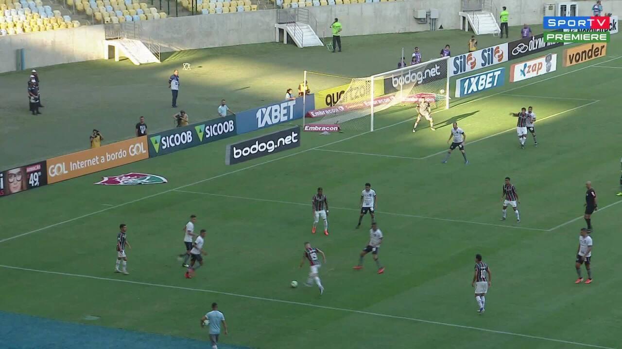 Pedro sofre pancada e sente dores na perna esquerda durante clássico contra o Botafogo