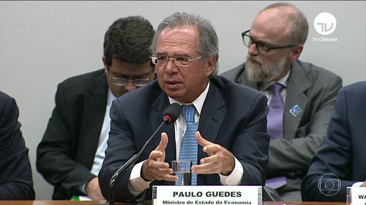Paulo Guedes diz que PIB será revisado para baixo de 2%