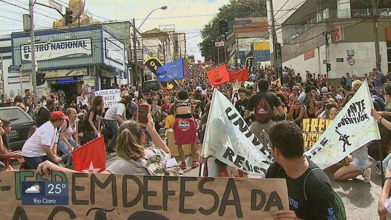 Estudantes de Araraquara e São Carlos realizam paralisação nesta quarta-feira