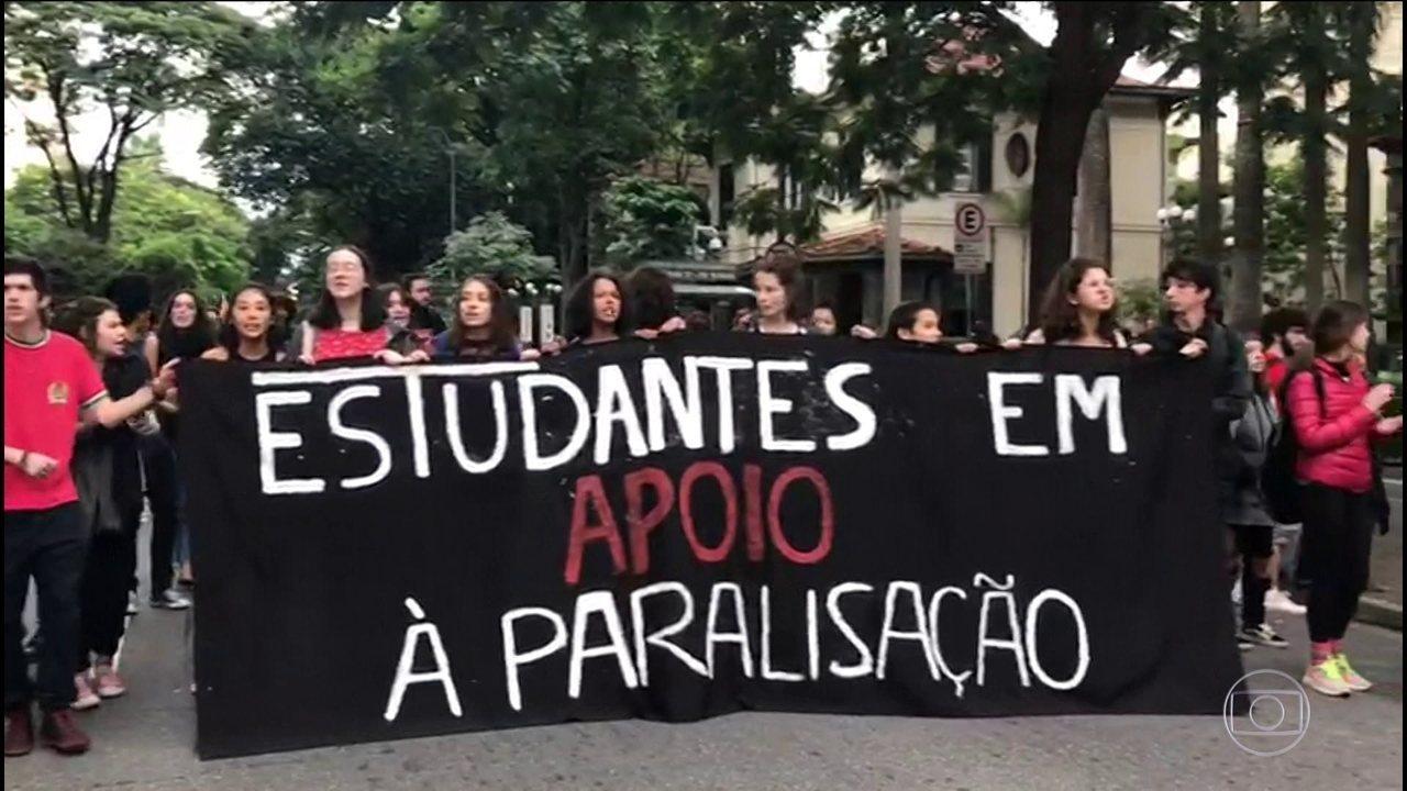 Manifestações contra cortes de recursos na educação acontecem em todos os estados e no DF