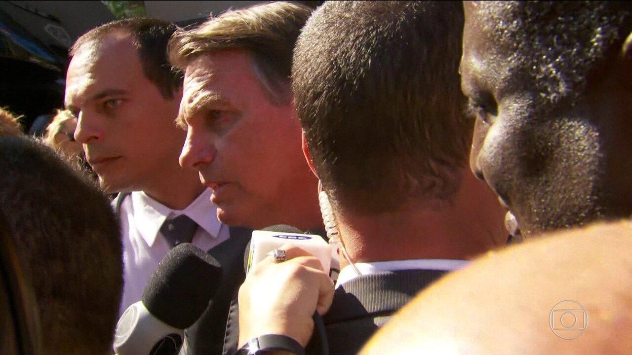 Bolsonaro diz que não queria cortar verbas na educação, mas que foi necessário