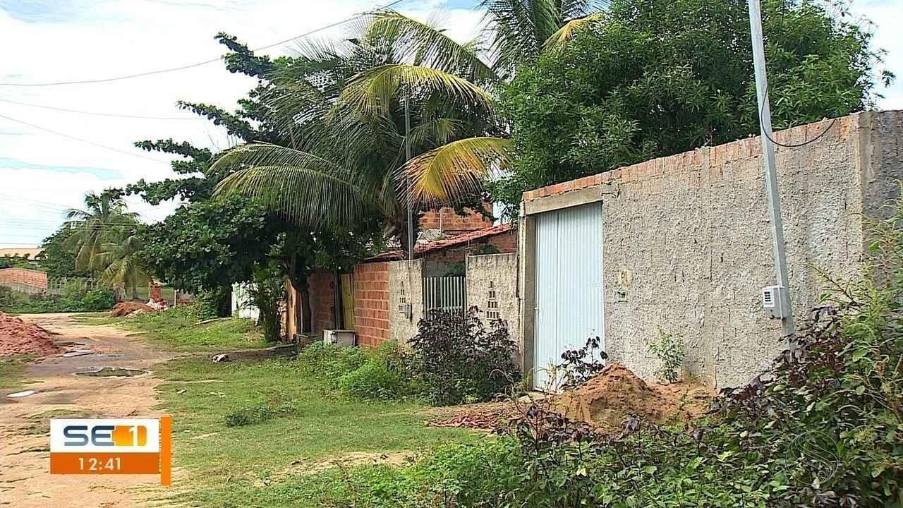 Homens armados invadem casa e dão prazo para moradores saírem do local