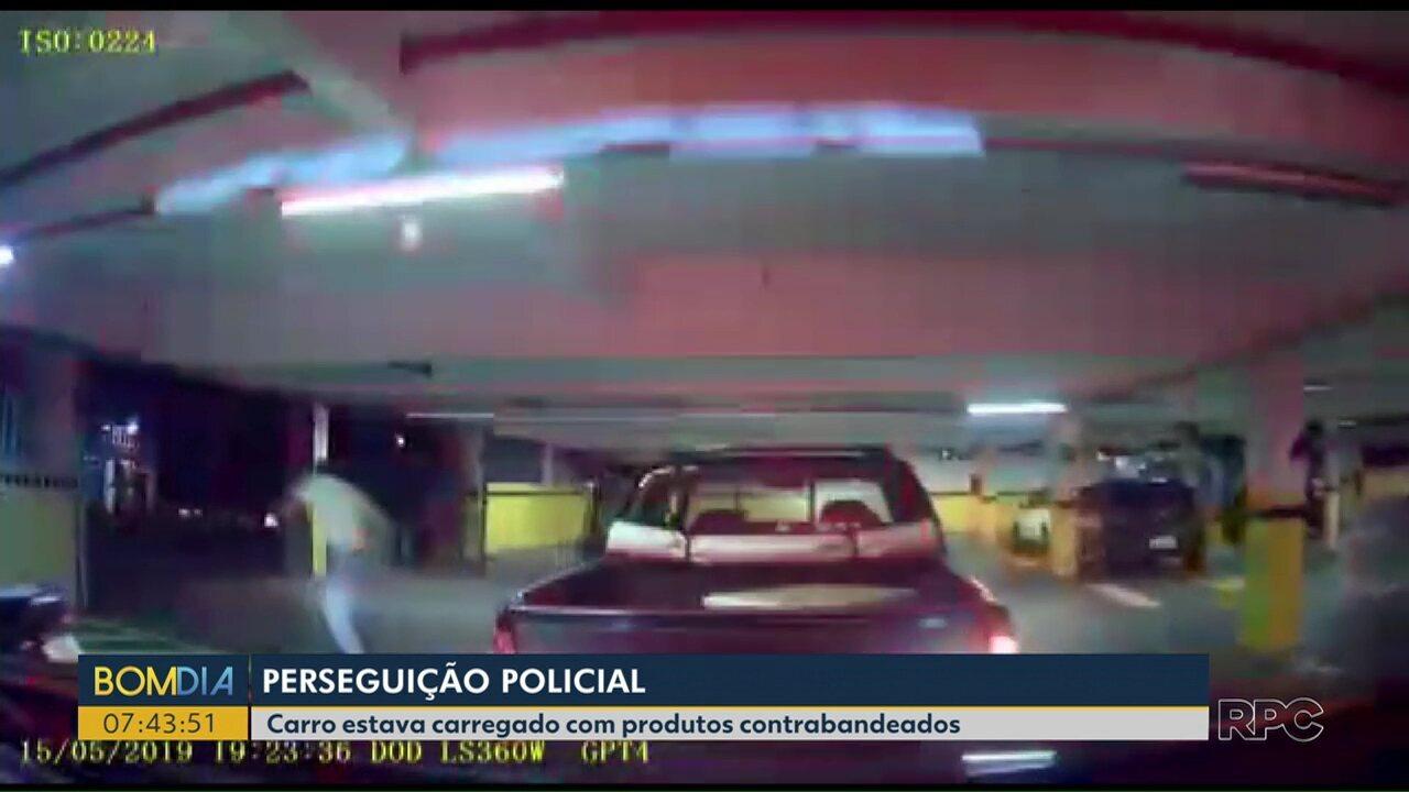 Perseguição policial passa por várias ruas e termina em estacionamento de supermercado