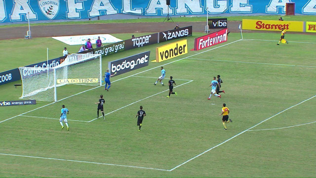 Depois de ataque do Bragantino, Anderson Oliveira atravessa o campo, mas Safira desperdiça