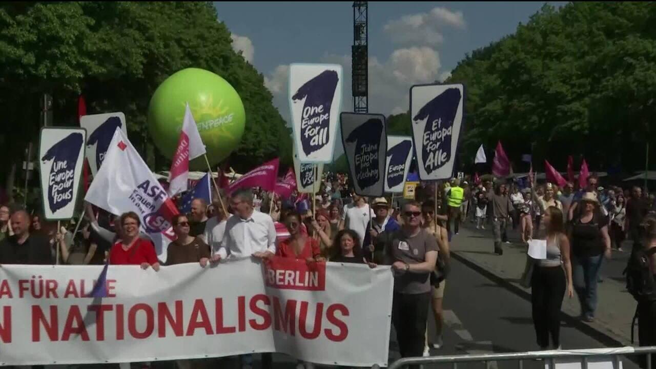 Alemães vão às ruas de Berlim em apoio à União Europeia