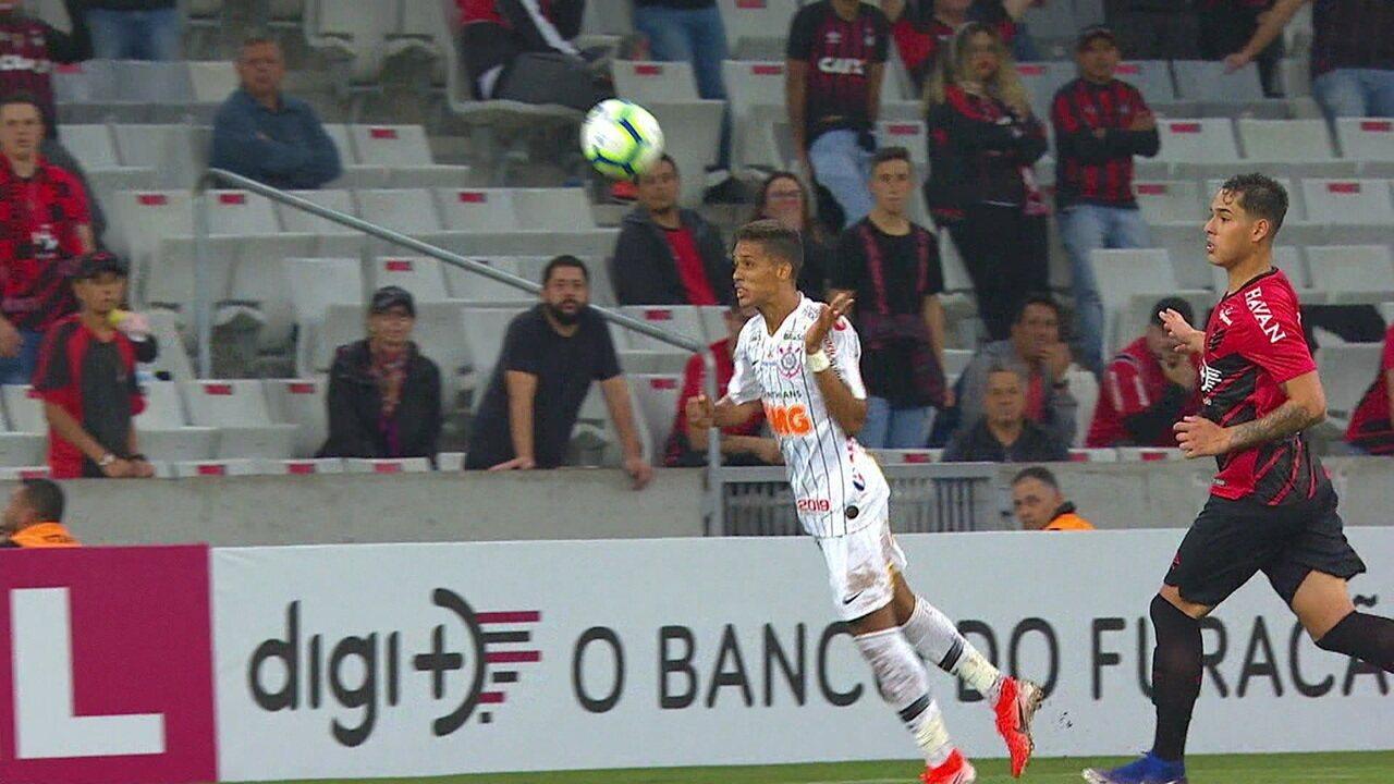 Gol do Corinthians! Lucas Halter erra e Pedrinho de cabeça amplia para o Timão, aos 41' do 2º tempo