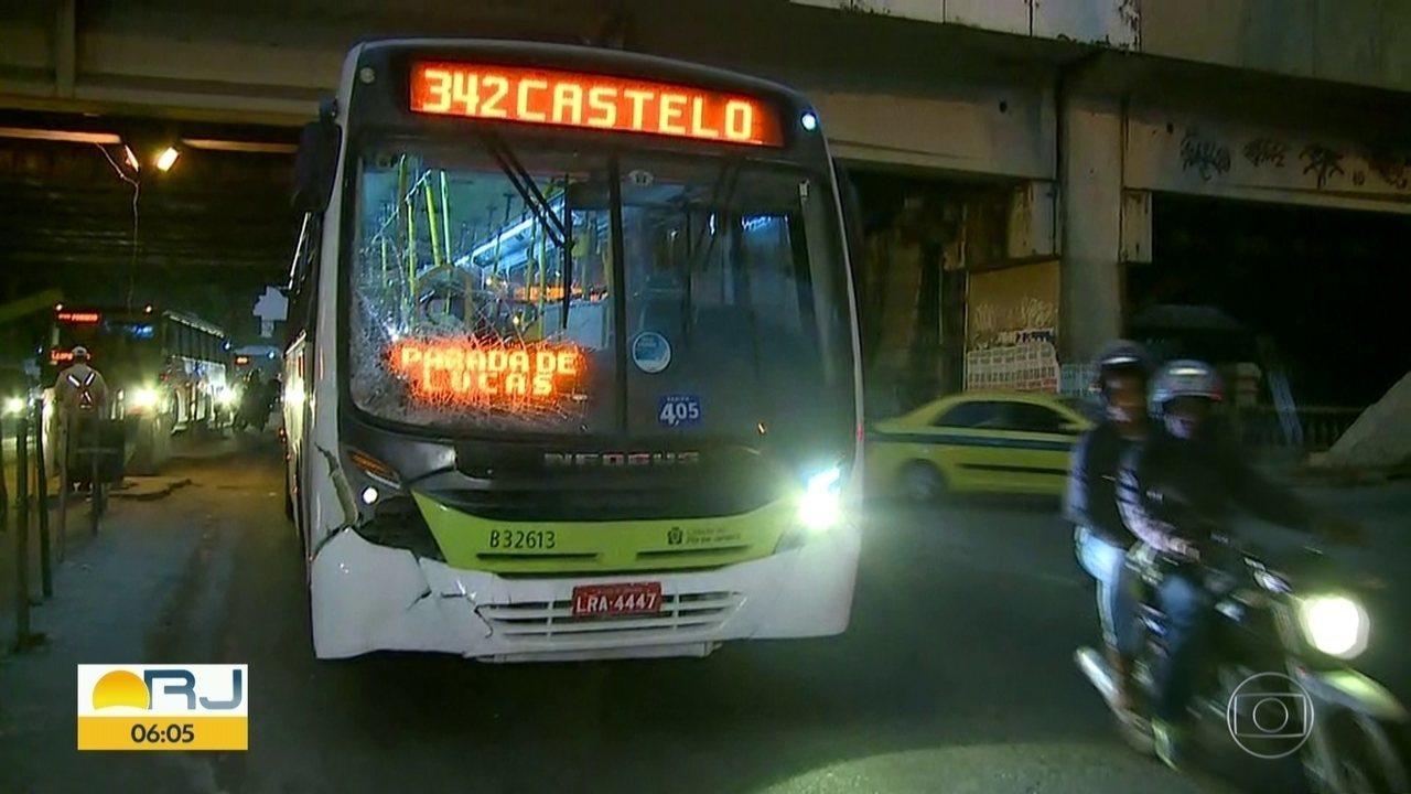 Homem morre atropelado por ônibus na Leopoldina