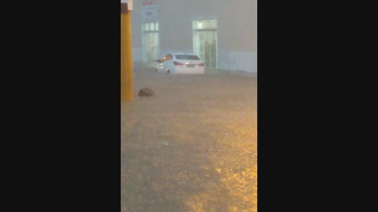 Chuva causa alagamentos em Laguna nesta sexta-feira (24)