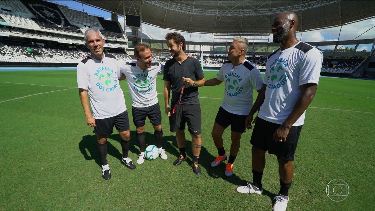 Batalha dos craques: Ricardinho, Roger, Christian e Paulo Nunes disputam em chute do meio de campo
