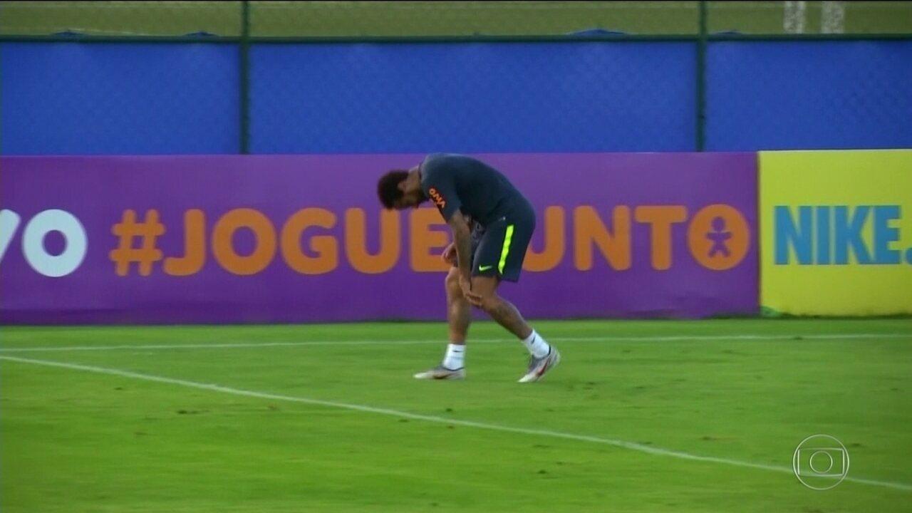 Neymar sente lesão no joelho durante treino da Seleção Brasileira