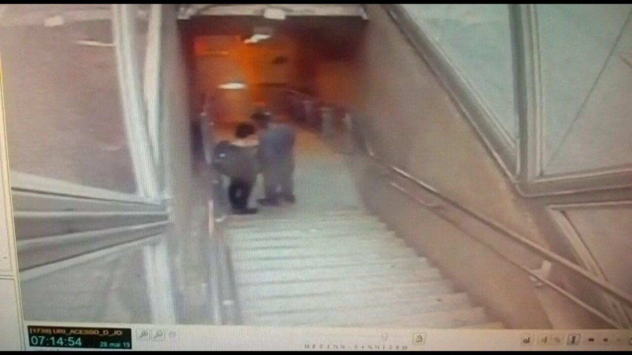 Passageiros são assaltados em escadaria do metrô na Zona Norte do Rio