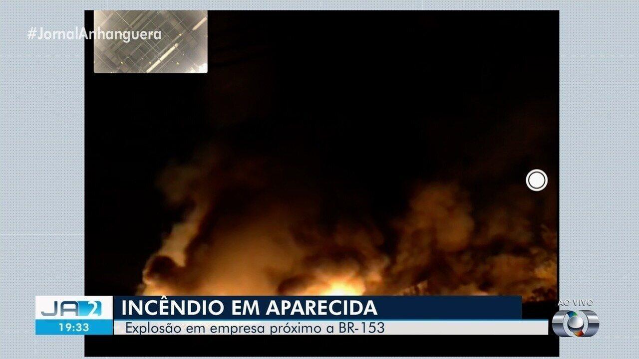 Incêndio atinge empresa de materiais recicláveis em Aparecida de Goiânia