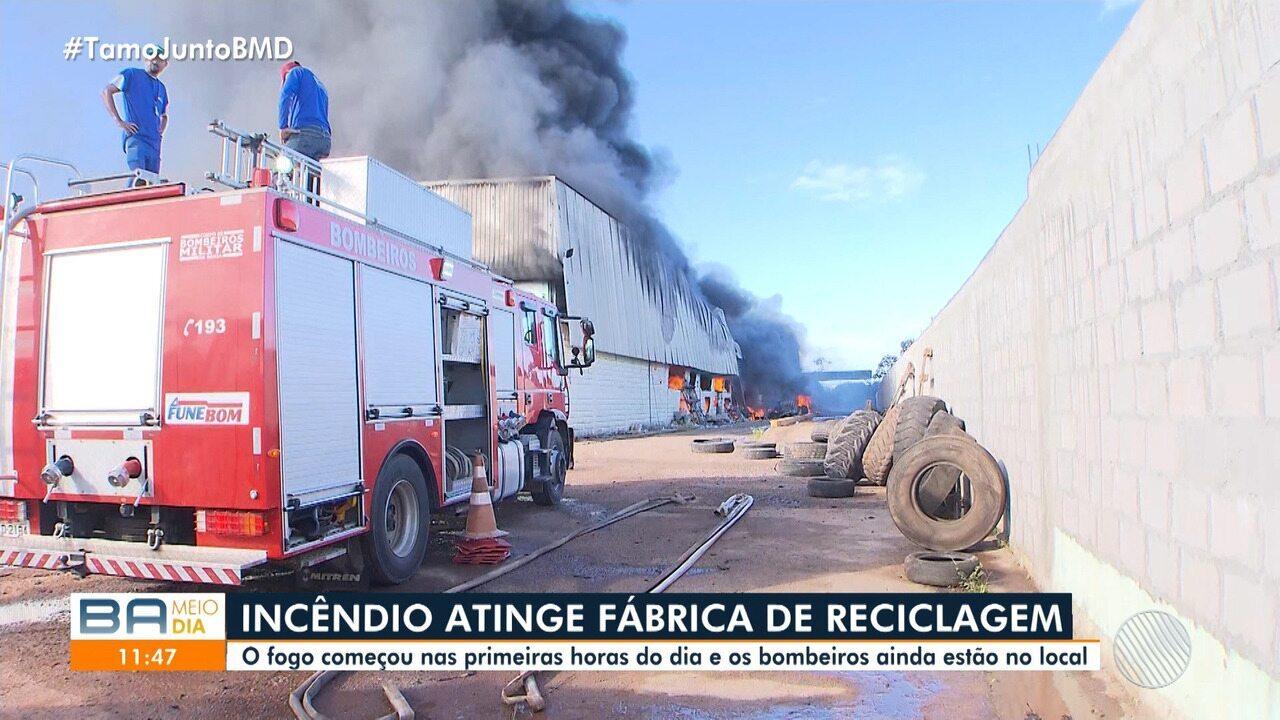Incêndio atinge fábrica de reciclagem em São Sebastião do Passé