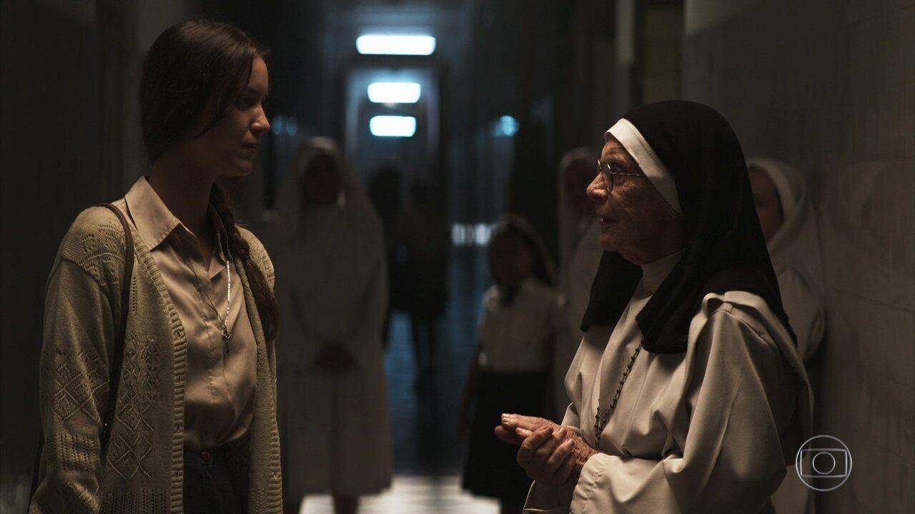 Fabiana se despede da Madre e das freiras do convento