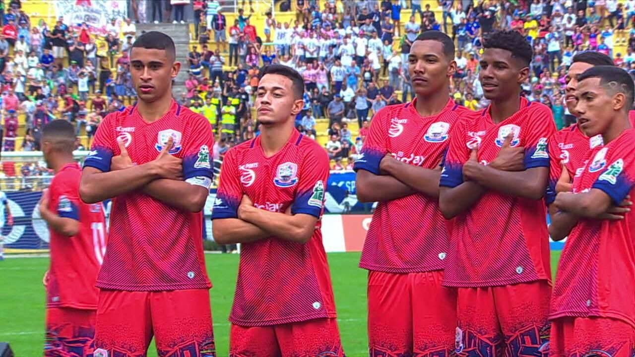 Geovanne marca um gol para o Parque Santo Antônio na Taça das Favelas