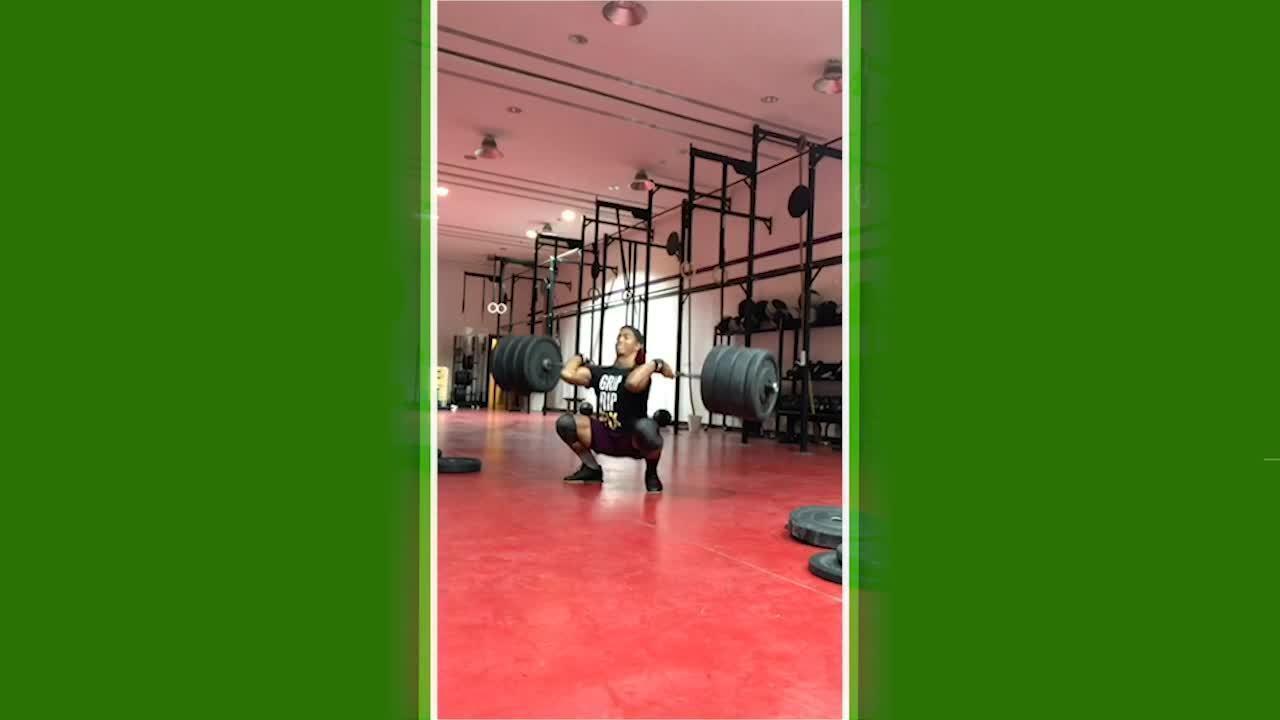 Guilherme Malheiros levantando 155 kg no arremesso