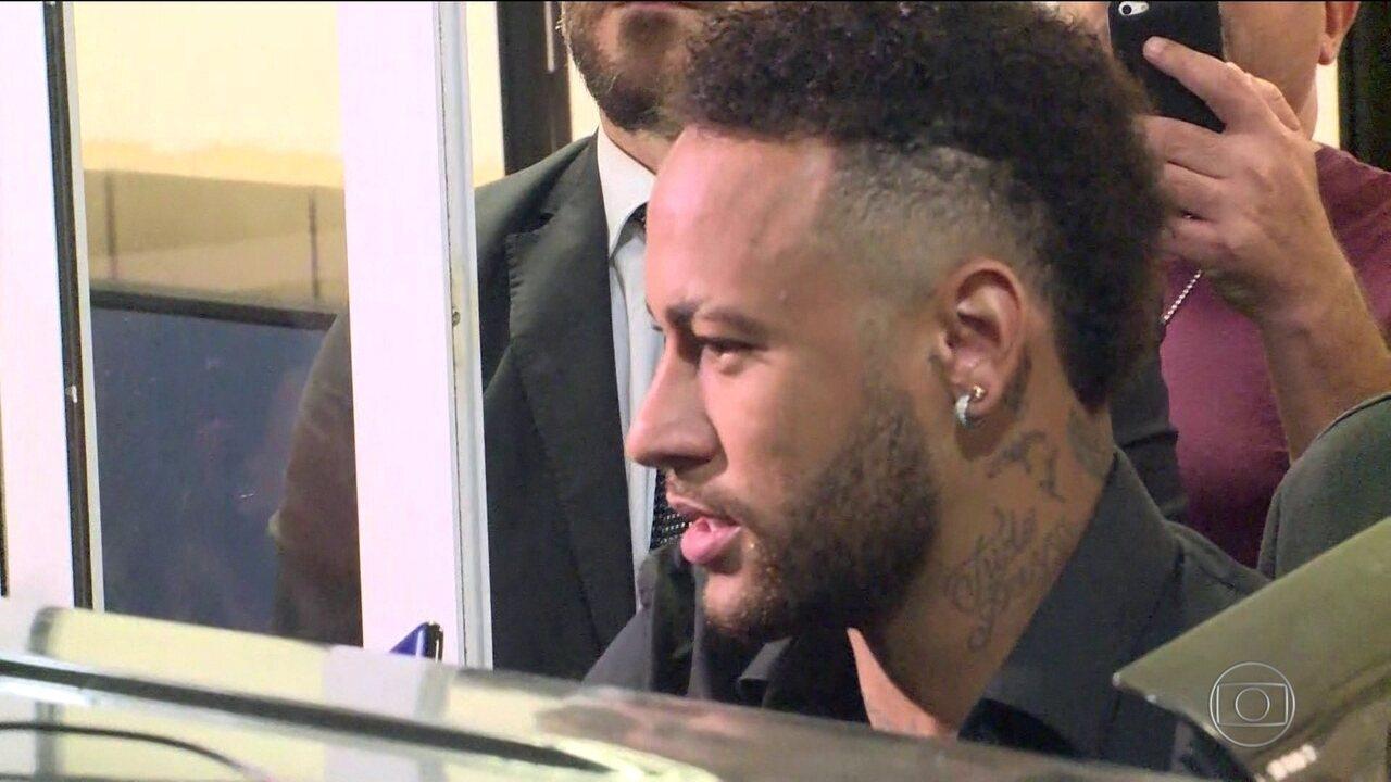 Neymar presta depoimento na Delegacia de Repressão a Crimes de Informática