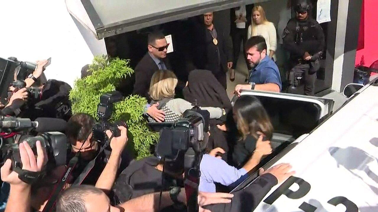 Mulher que acusa Neymar chega para depor em delegacia de SP