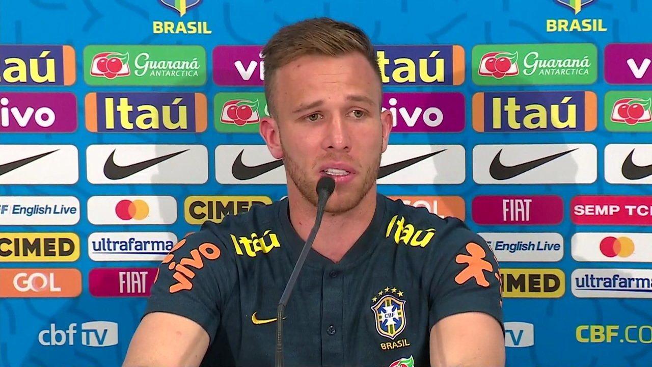 """Arthur fala sobre corte e diz que 'Caso Neymar' está esclarecido: """"Mentira tem perna curta"""""""