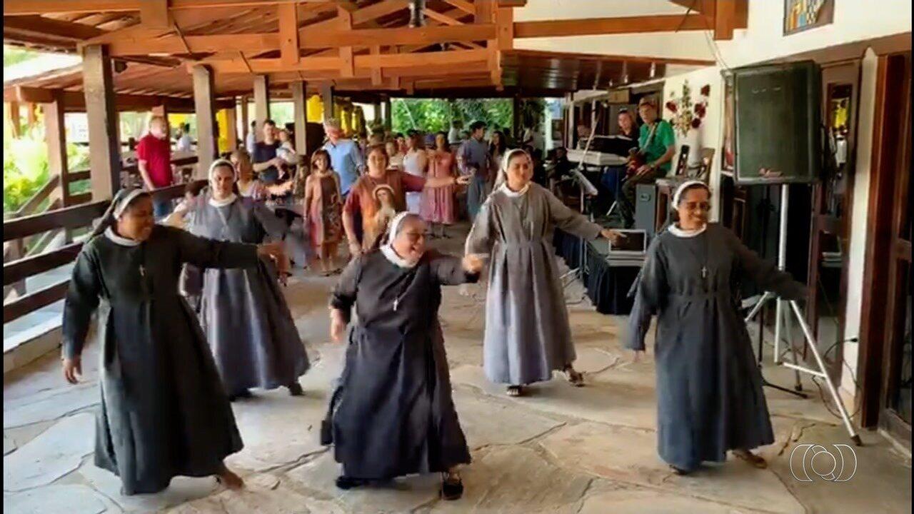 Para agreadecer colaboradora de convento, freiras apresentam dança em Pirenópolis; vídeo