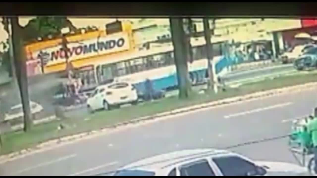 Acidente envolvendo três veículos deixa pessoas feridas no km 9 da BR-316