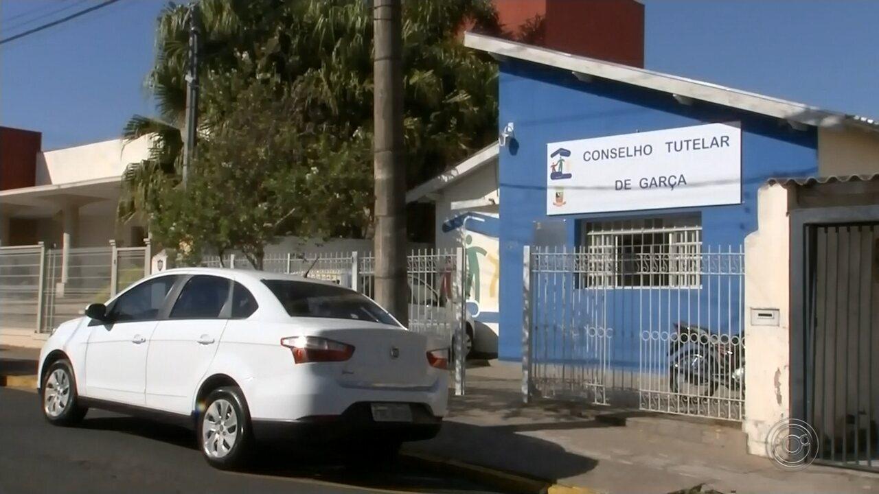Comerciante é preso suspeito de dar dinheiro e doce a menores em troca de carícias sexuais