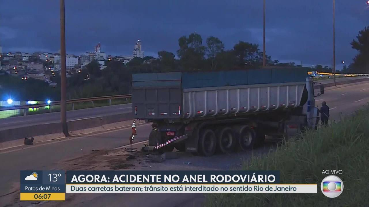 Duas carretas batem no Anel Rodoviário, em Belo Horizonte