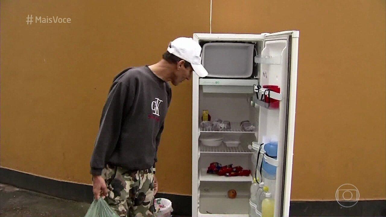 Conheça a geladeira solidária