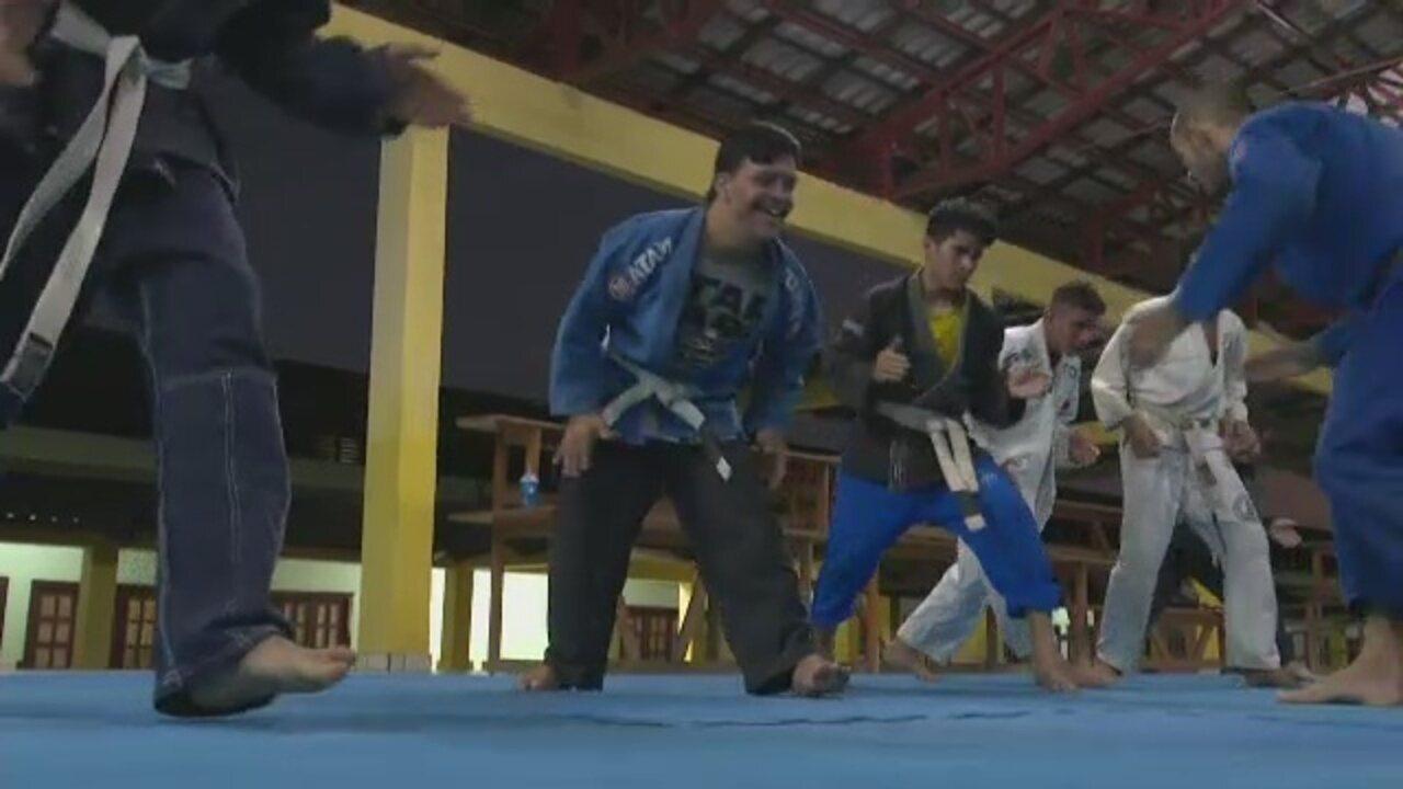 Resultado de imagem para Jovem com Síndrome de Down se destaca em projeto de jiu-jitsu na capital do Acre