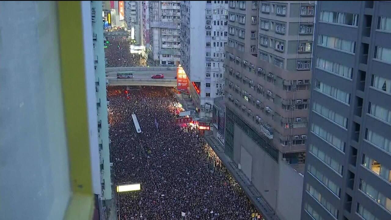 Milhares protestam em Hong Kong contra extradição