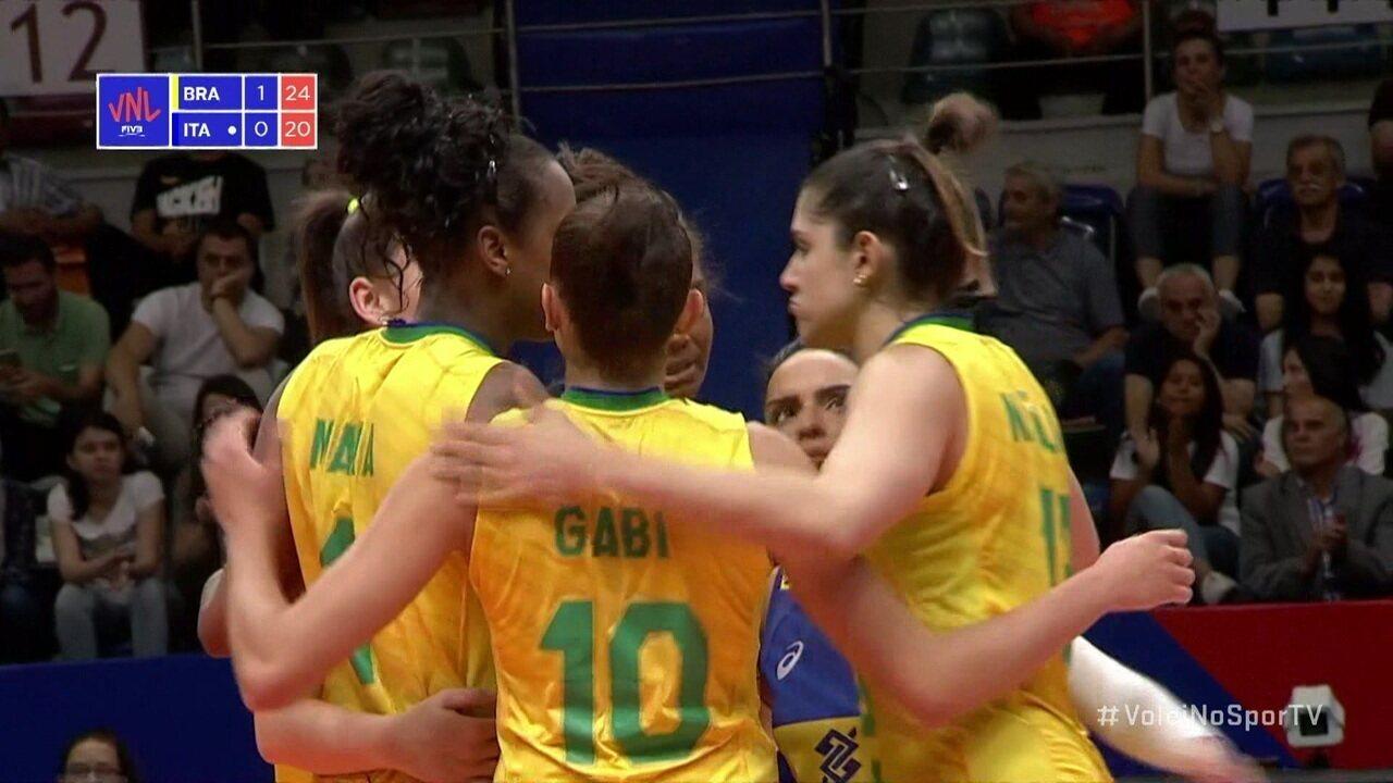 Em ataque de Mara, Brasil fecha segundo set - 2º set 25 x 20