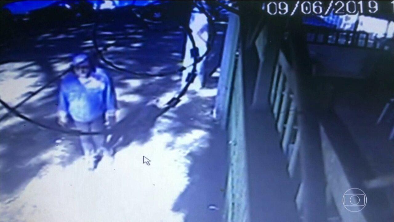 Polícia analisa imagens que mostram a fuga do homem que matou o ator Rafael e os pais dele