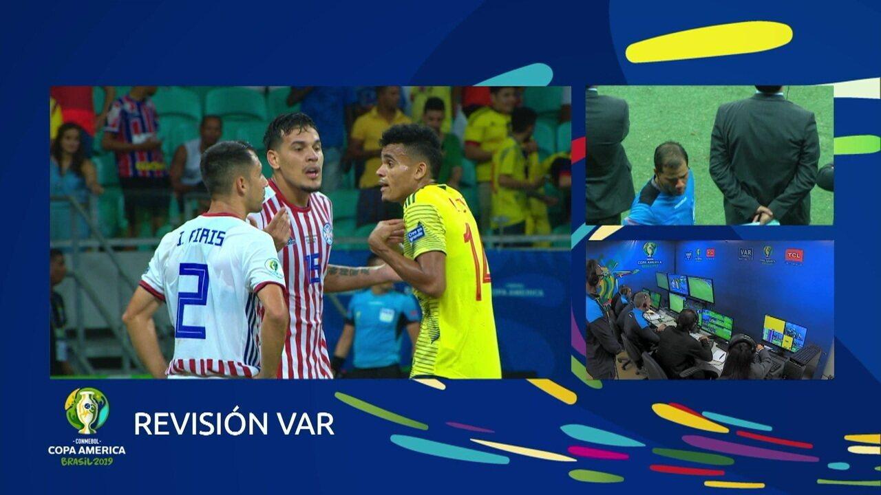 Atuação do VAR! árbitro anula pênalti para a Colômbia, aos 47' do 2º tempo