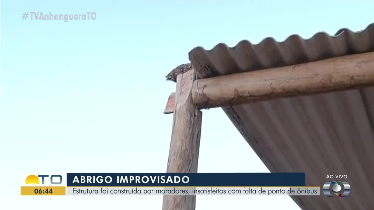 Cansados de esperar, moradores constroem ponto de ônibus na região norte de Palmas