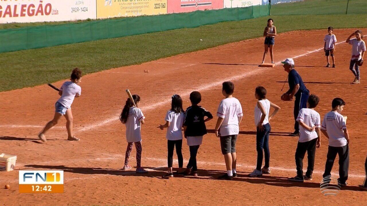 """Assista à reportagem sobre o projeto """"Beisebol Para Todos"""", exibida pelo Fronteira Notícias 1ª Edição"""