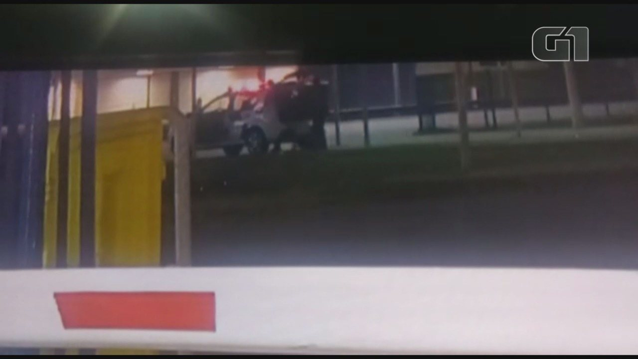 Imagens confirmam que PM entrou no banco de trás da viatura com vítima de estupro