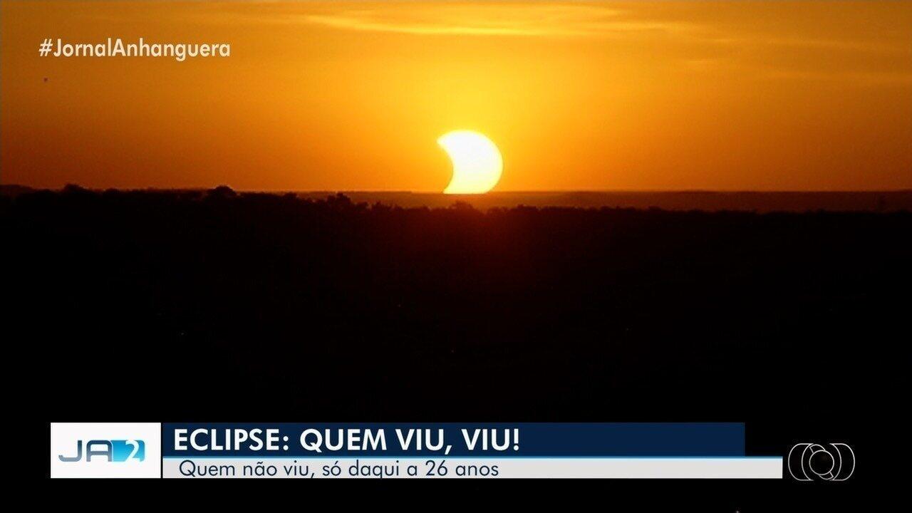 Grupo se reúne para ver eclipse solar no Morro da Serrinha, em Goiânia