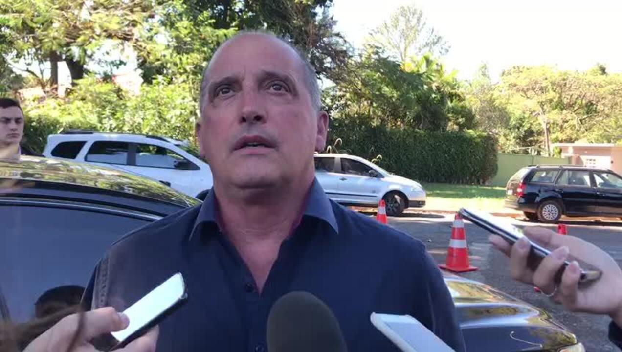 Onyx concedeu entrevista coletiva ao deixar a residência oficial de Rodrigo Maia