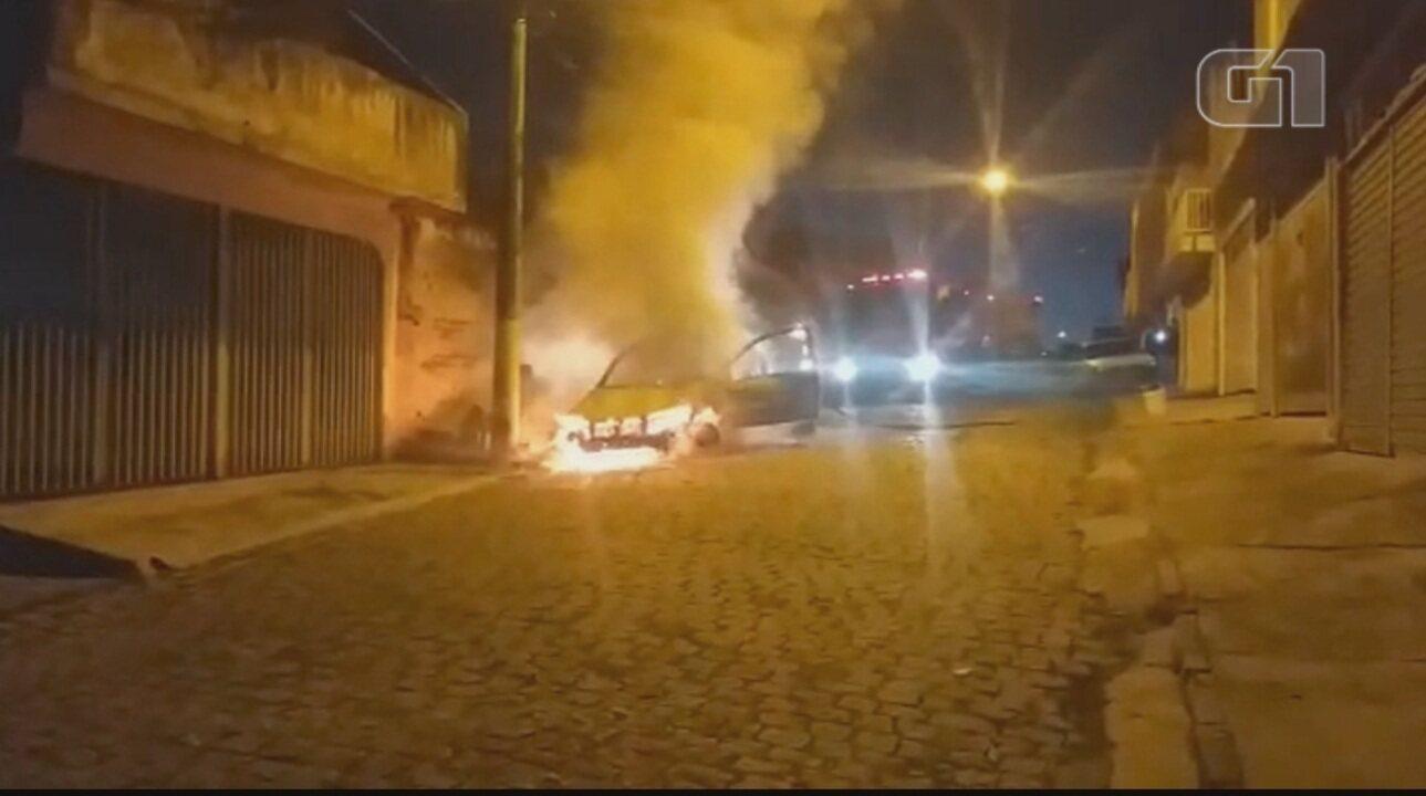 Carro pega fogo e mobiliza bombeiros em Salto