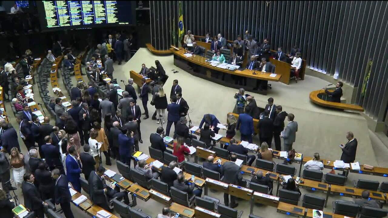 Pressão de partidos por mudanças no texto atrasa votação da reforma da Previdência