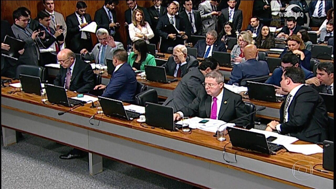 CCJ do Senado aprova projeto que torna crime caixa 2 eleitoral