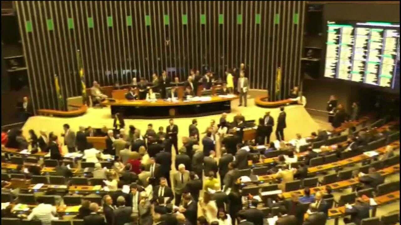 Câmara aprova emenda que favorece aposentadoria de mulheres