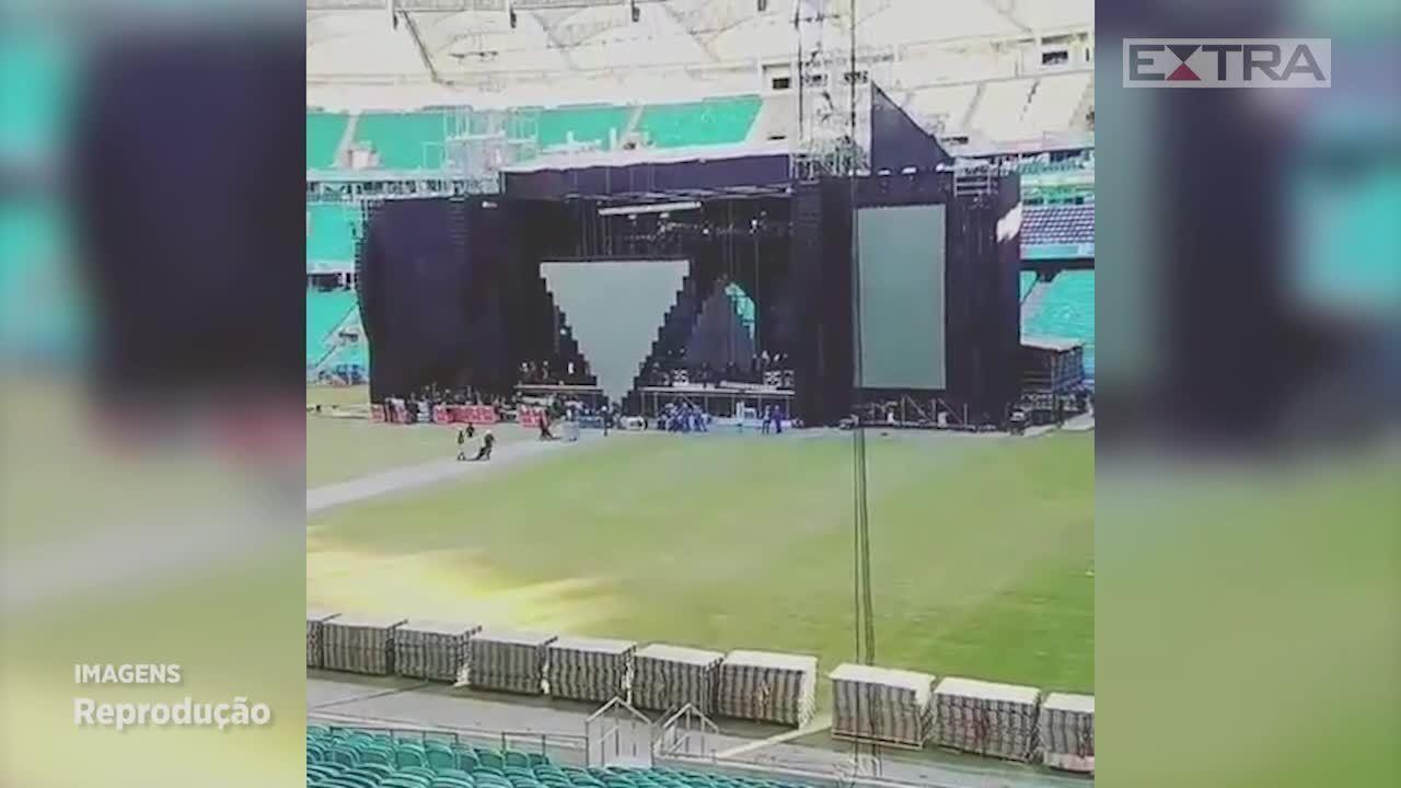 Palco do show de Sandy & Junior foi montado na lateral do campo, região que apresentou grama danificada