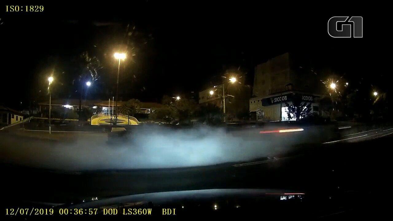 Em fuga, contrabandistas de cigarro usam fumaça para despistar policiais