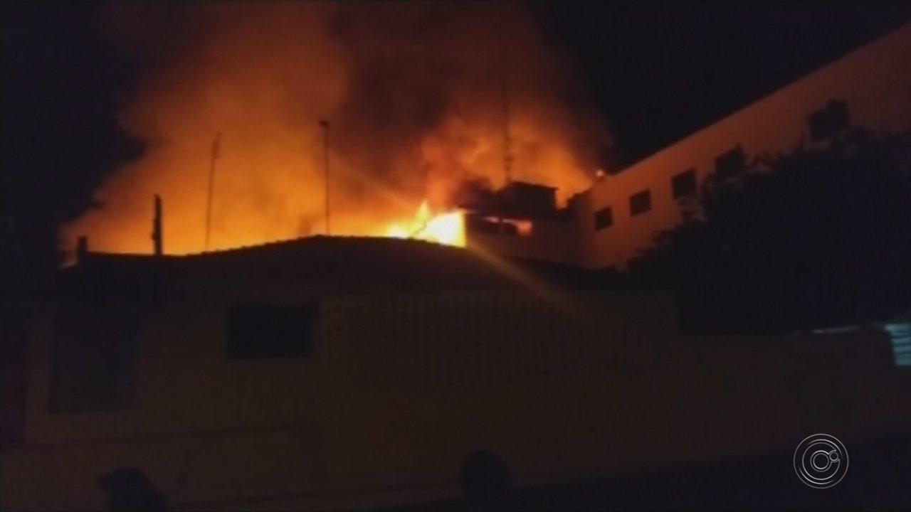 Incêndio destrói fábrica de bordados em Itápolis